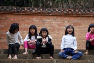 Meisje naar school China schoolkinderen