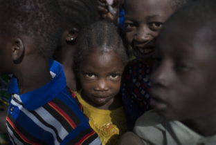 schoolkinderen meisjesbesnijdenis Mali