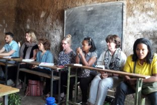 Bezoek van Monique Demenint aan klas in Ethiopie
