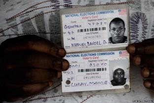De enige foto's die Fatu en zijn broers hebben van hun ouders zijn deze foto's op officiële documenten.
