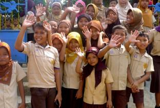 De-kinderen-nemen-afscheid-op-een-school