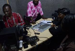 Schoolradio Sierra Leone 201409-SLE-118-lpr