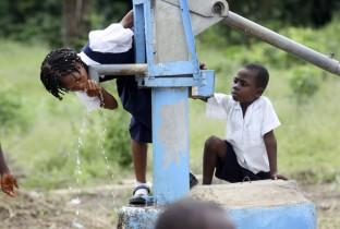 Water en sanitatie voor Liberiaanse scholen1 201006-LBR-70-lpr