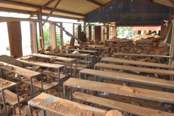 Beschadigde school in Sindhupalchowk, Nepal