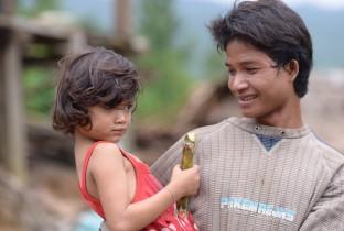 Nadat orkaan Wutip veel schade aanrichtte in Vietnam, letten vaders nog beter op hun dochters.