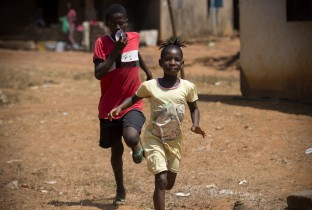 Rennende kinderen in Sierra Leone
