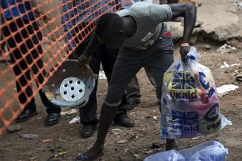 Hoop in Sierra Leone2 201502-SLE-45-lpr