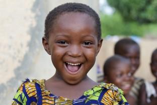 Lachend Afrikaans meisje