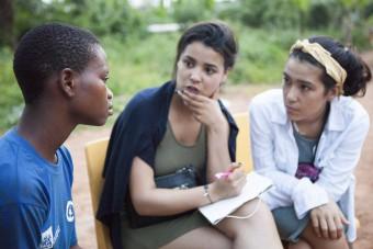 GHA-Dochters-300316-RPC-147 Isa en Moise in gesprek