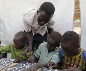 Les in de kindvriendelijke ruimte in Zuid-Sudan