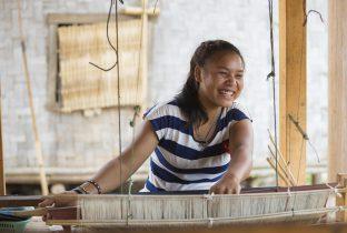 Laos weven training